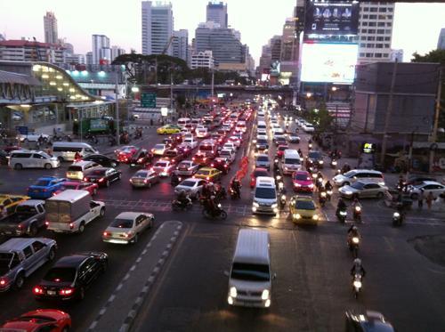 高層ビルが立ち並ぶバンコク