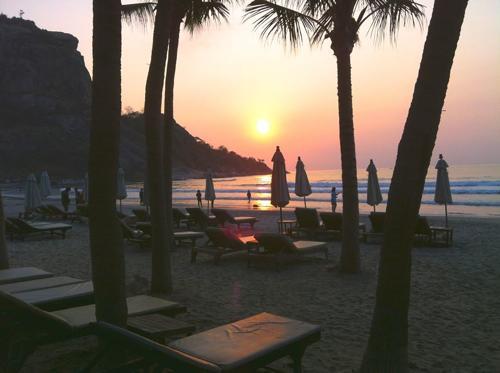 夕焼け時のビーチ