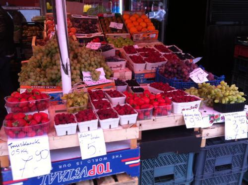 ワルシャワの市場の果物
