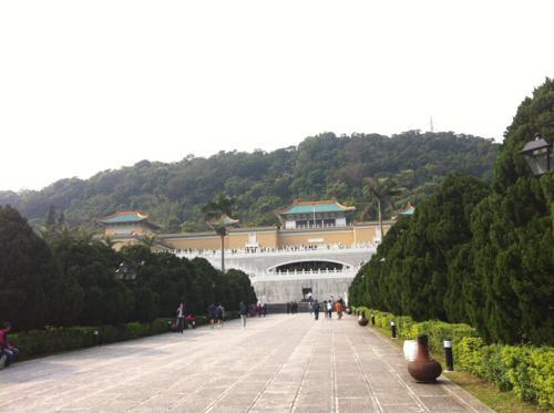 山のふもとの故宮博物館