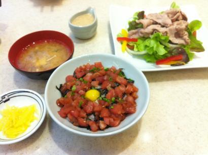 鉄火丼と豚しゃぶサラダ