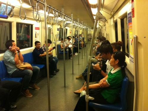 バンコクの地下鉄車内