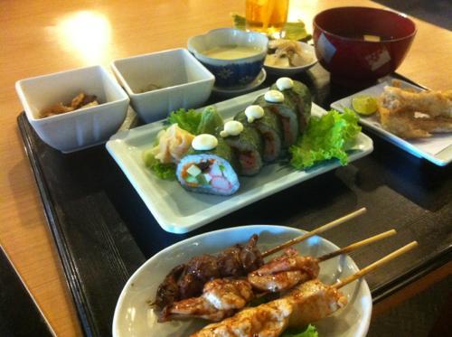 焼き鳥と巻き寿司