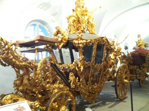 豪華な馬車