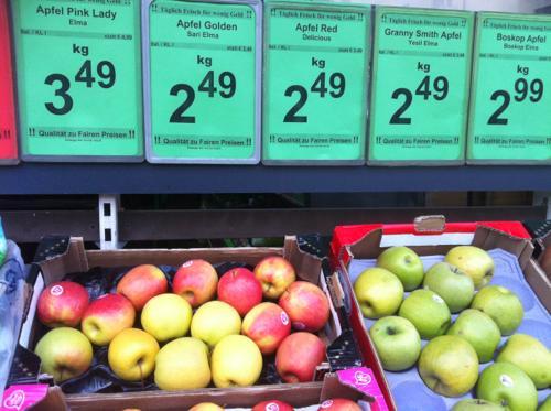 ウィーンのBILLAのりんご