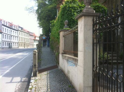 エッゲンベルク城に続く道