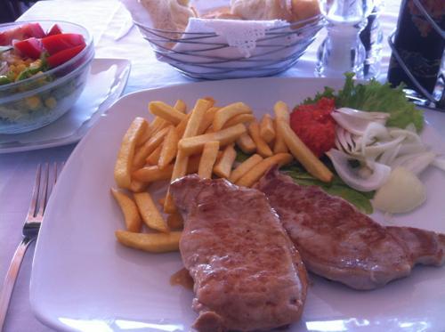 豚肉のソテーとフレンチフライ