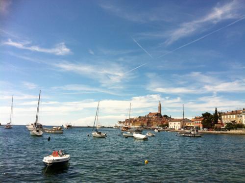 ロヴィニの港
