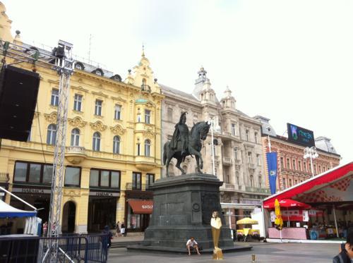 イェラチッチ広場の彫刻