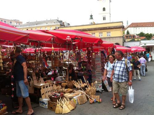 ドラツ青果市場の土産物屋