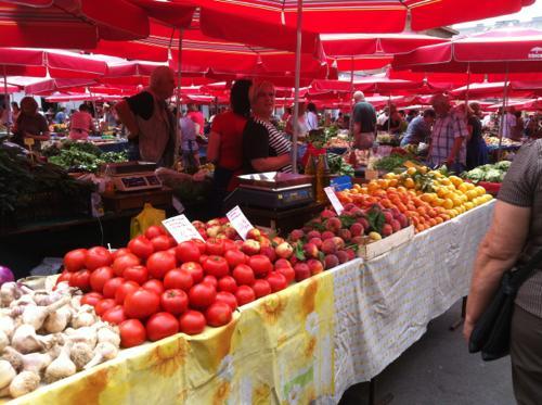 ドラツ青果市場のトマト