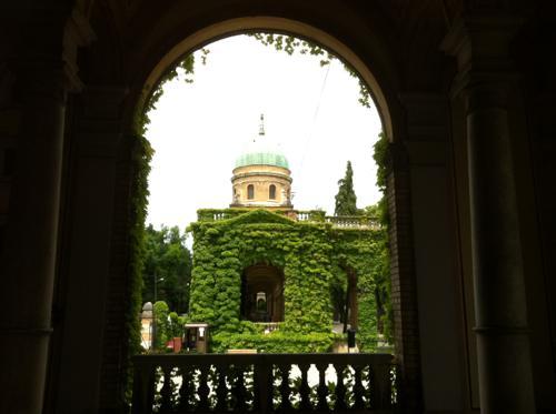 ミロゴイ墓地