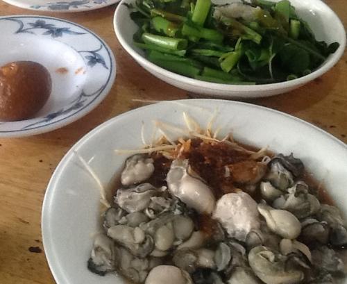 牡蠣と空芯菜