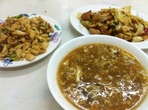 台中の金針湯と腔肉飯