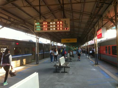 台南駅のプラットフォーム