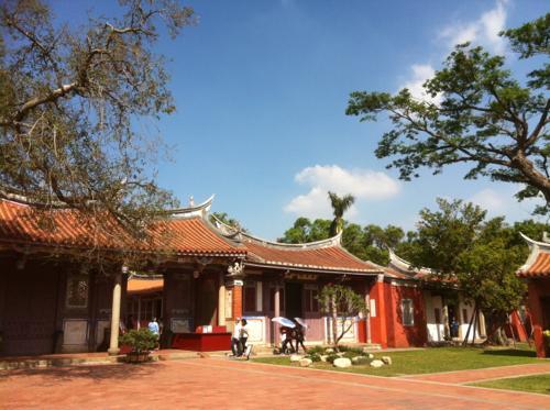 成功路近くの寺院
