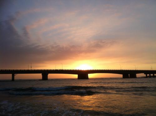 西の海に沈む夕日