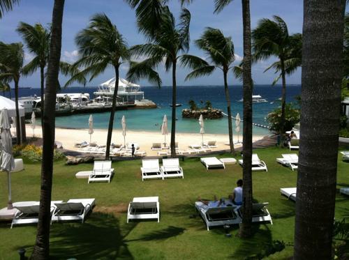 モーベンピックホテルのプライベートビーチ