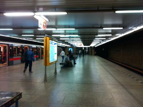 プラハの地下鉄の駅
