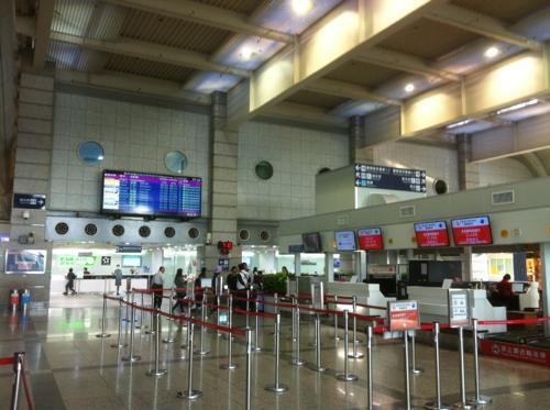 高雄国際空港のチェックインカウンター