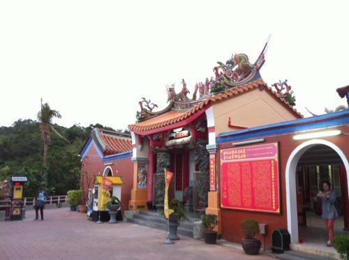 文化園区の入口の前の寺院