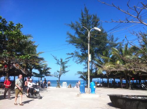アンバンビーチの入り口