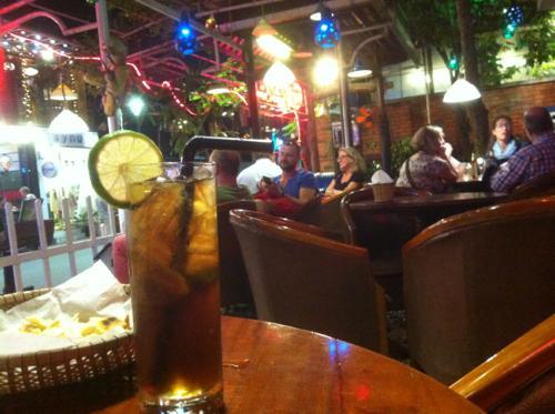 ベトナム中部の街、フエのレストラン