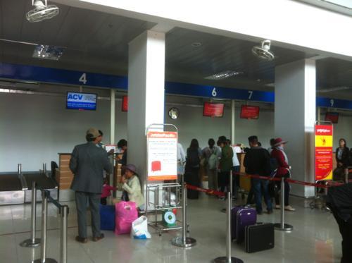 フバイ国際空港のチェックインカウンター
