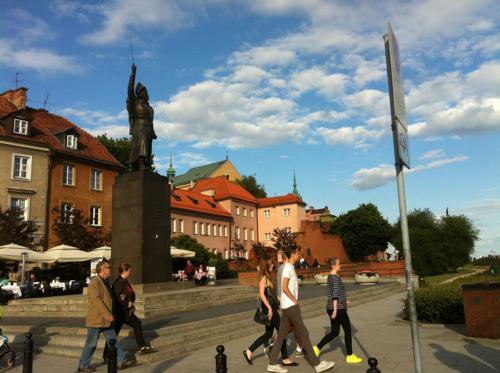 ポーランド・ワルシャワの銅像