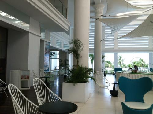 マクタン島のムーベンピックホテルのロビー