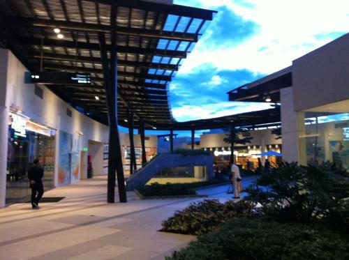 正月のアヤラセンター