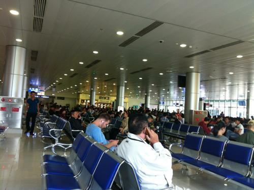マクタン国際空港の出発ロビー